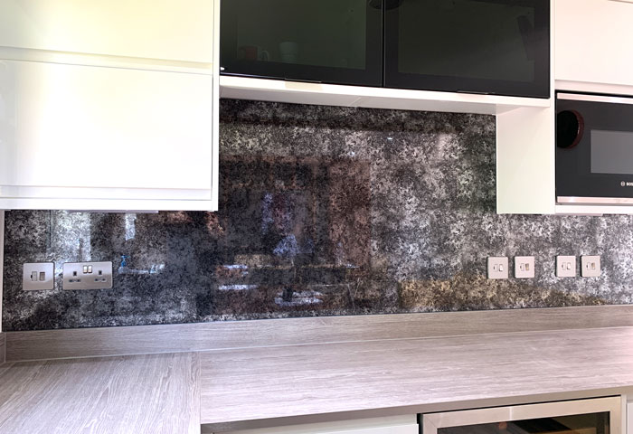 Antique Mirrored Splashback (Sample 3)