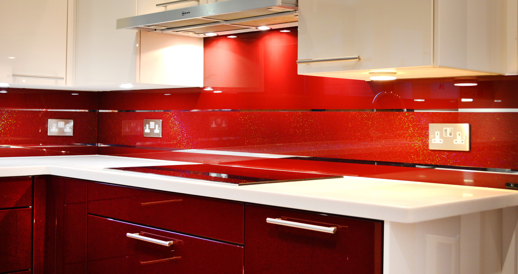Red mirror stripe splashback